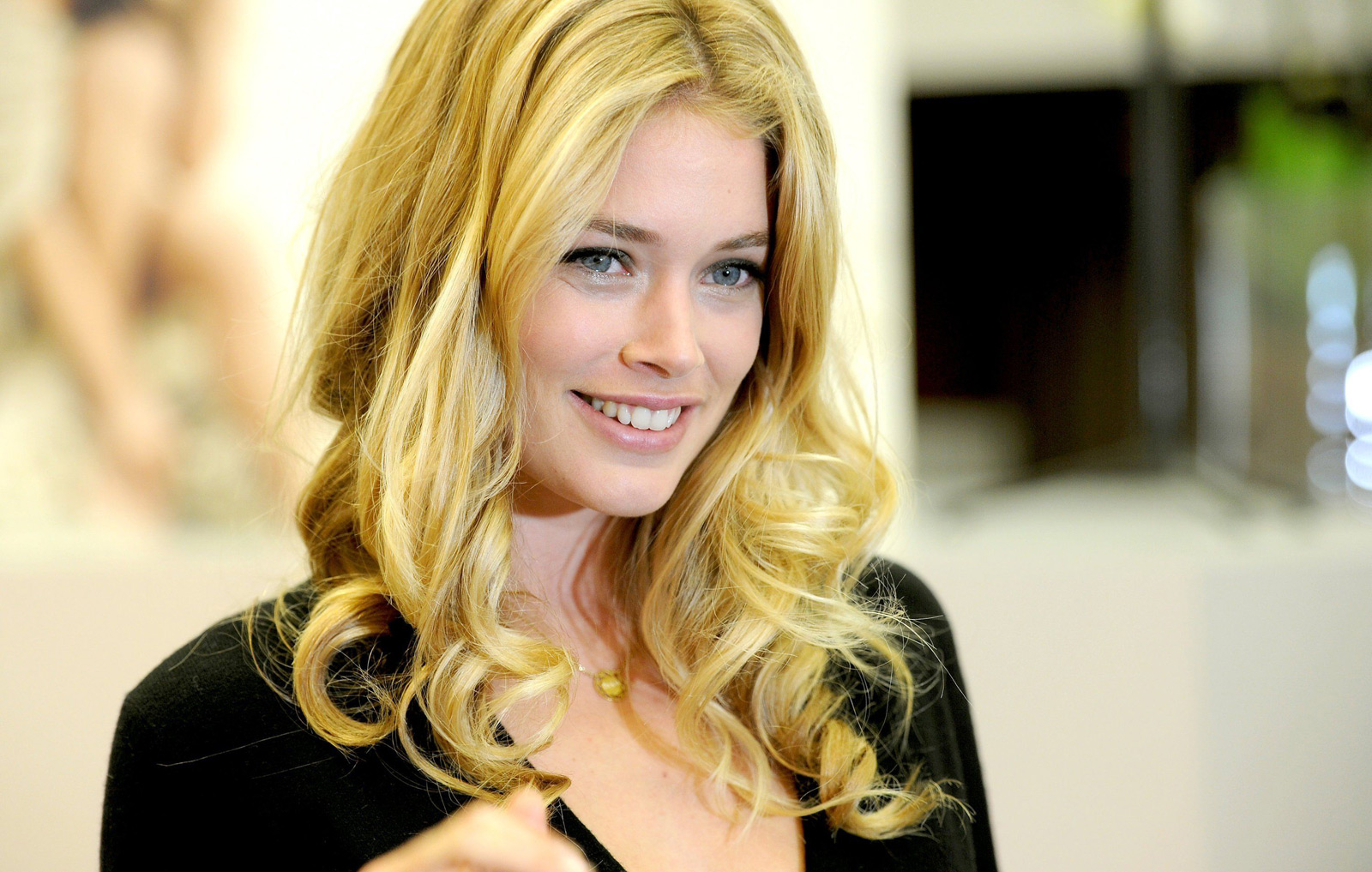 Doutzen Kroes - Gallery Colection