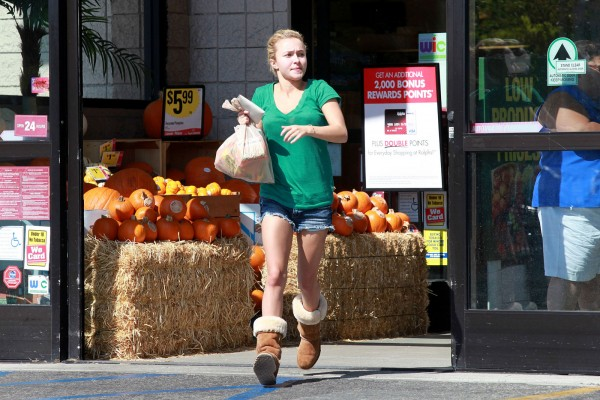 Hayden Panettiere at Shopping