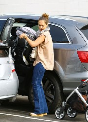 Jessica Alba In Tight Jeans