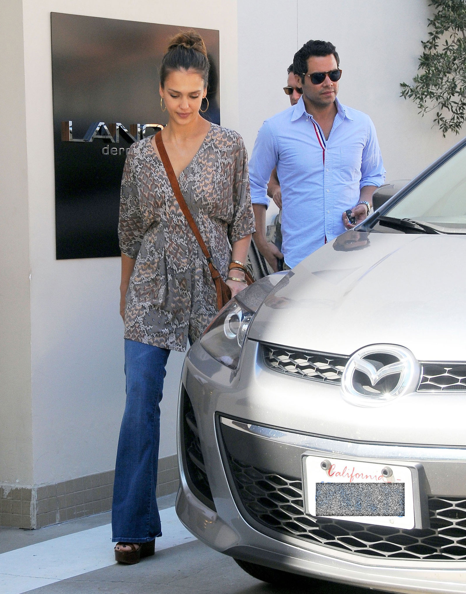 Jessica Alba at Lancer Dermatology in Beverly Hills – HawtCelebs