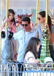 Katie Holmes, Suri and Tom Cruise at Schenley Plaza in Pittsburgh