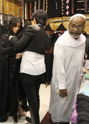 Kim Kardashian Wears a Burqa