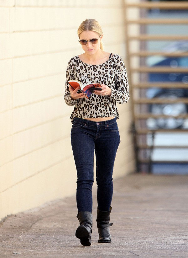 Kristen Bell at Borders Book Store