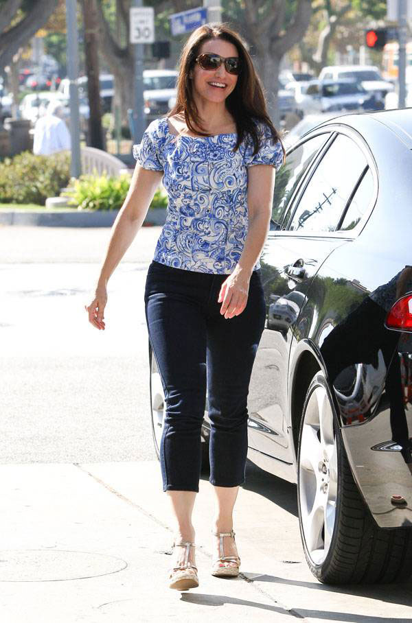 Kristin Davis in Tight Capri Jeans 11