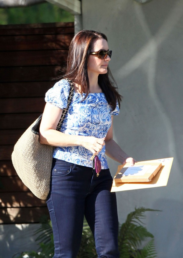 Kristin Davis in Tight Capri Jeans