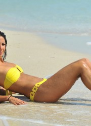 Leilani Dowding in Bikini at the Miami Beach