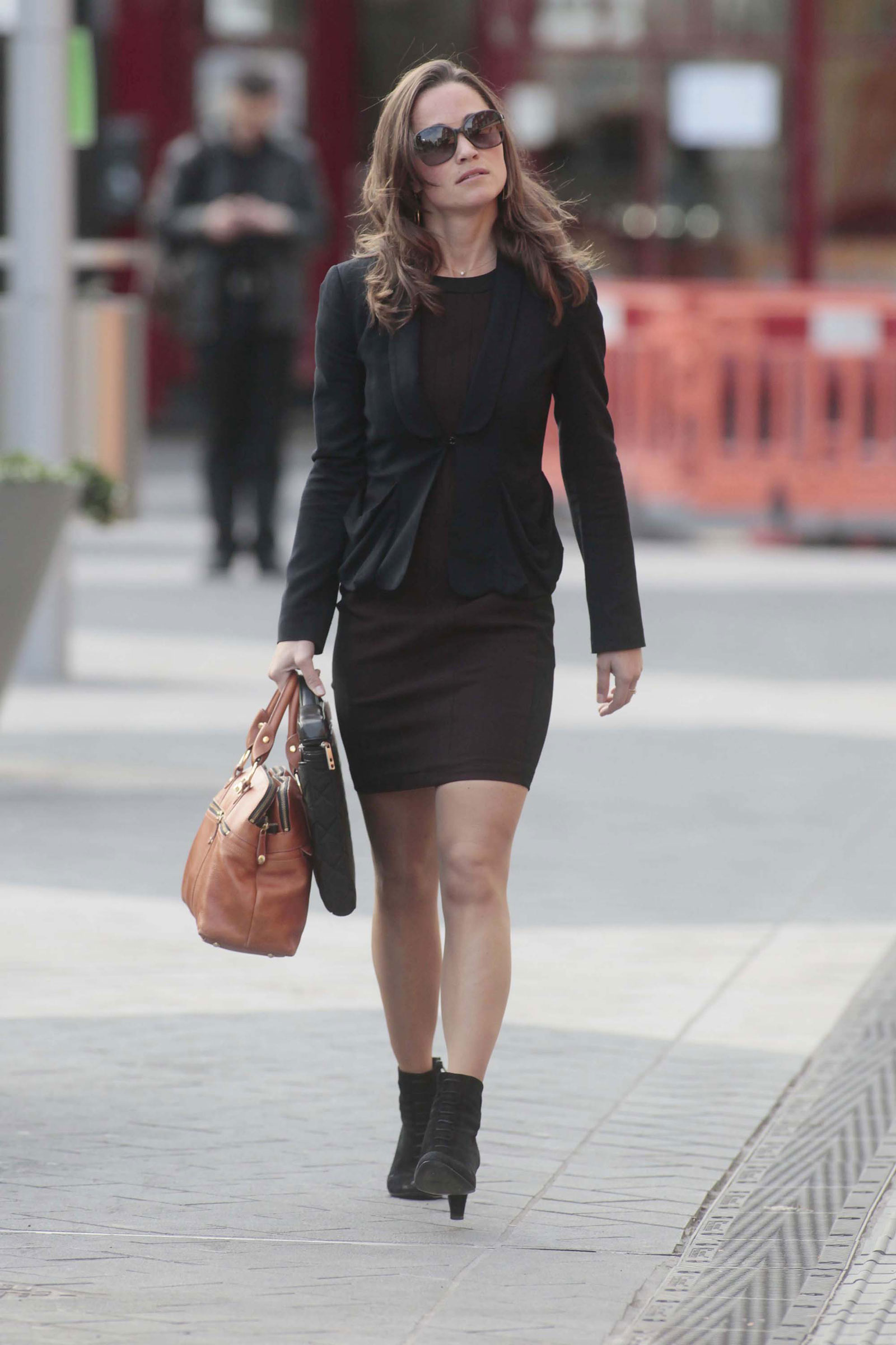 pippa middleton walking to her work in chelsea london pippa middleton leggy candids in chelsea london