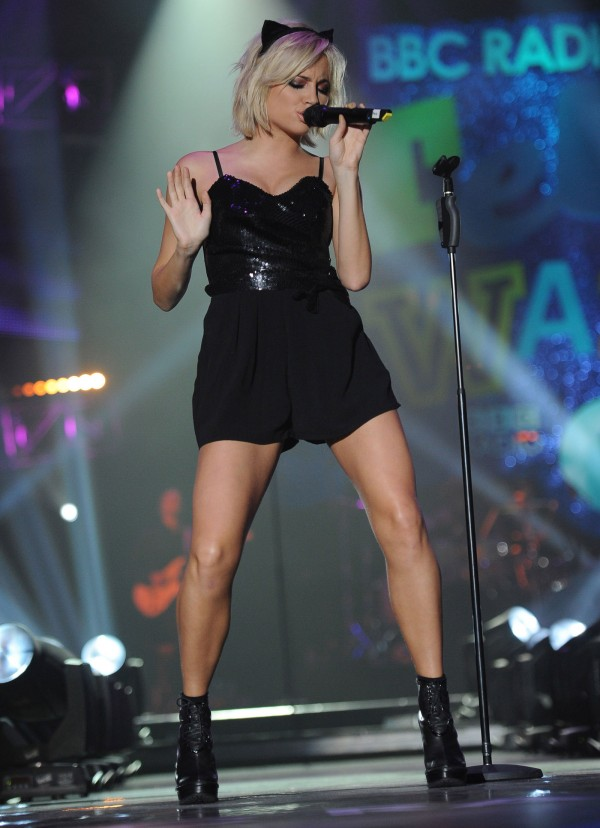Pixie Lott Performs at 2011 BBC Teen Awards