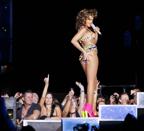 Rihanna Performs at LG Arena