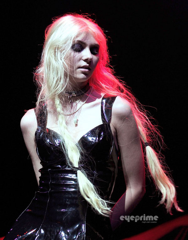 Taylor Momsen Live At The Fox Theatre In Oakland Hawtcelebs