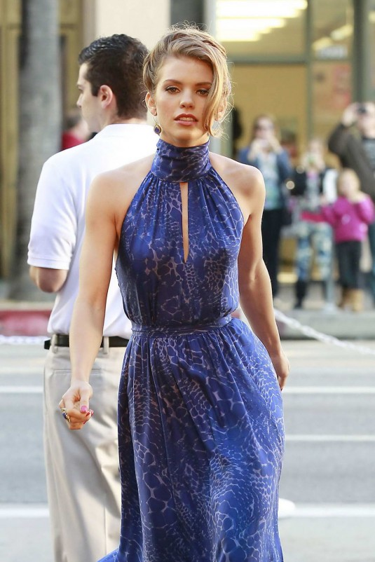 AnnaLynne McCord On 90210 Set in LA
