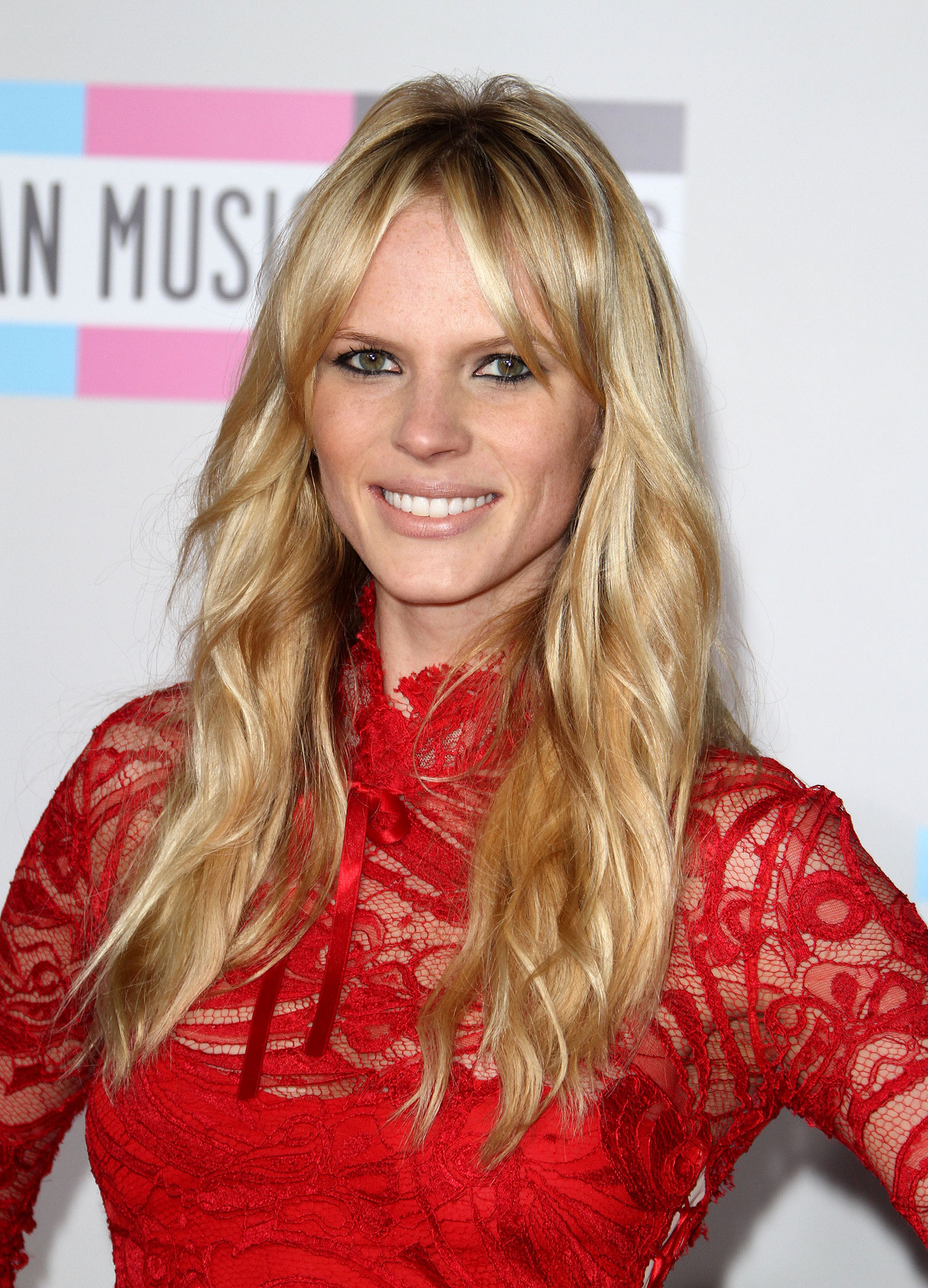 anne vyalitsyna and adam levine relationship