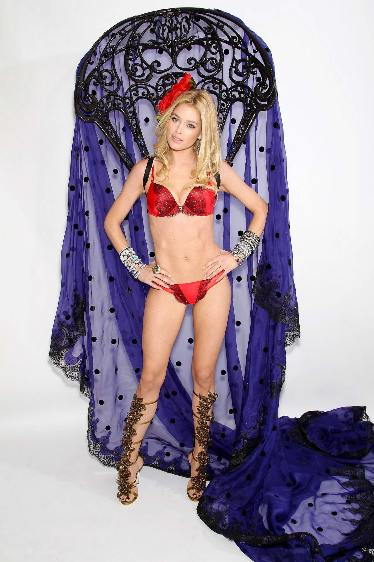 Victorias secret fashion show 2011 - Doutzen Kroes At Victoria S Secret Fashion Show 2011 Fittings