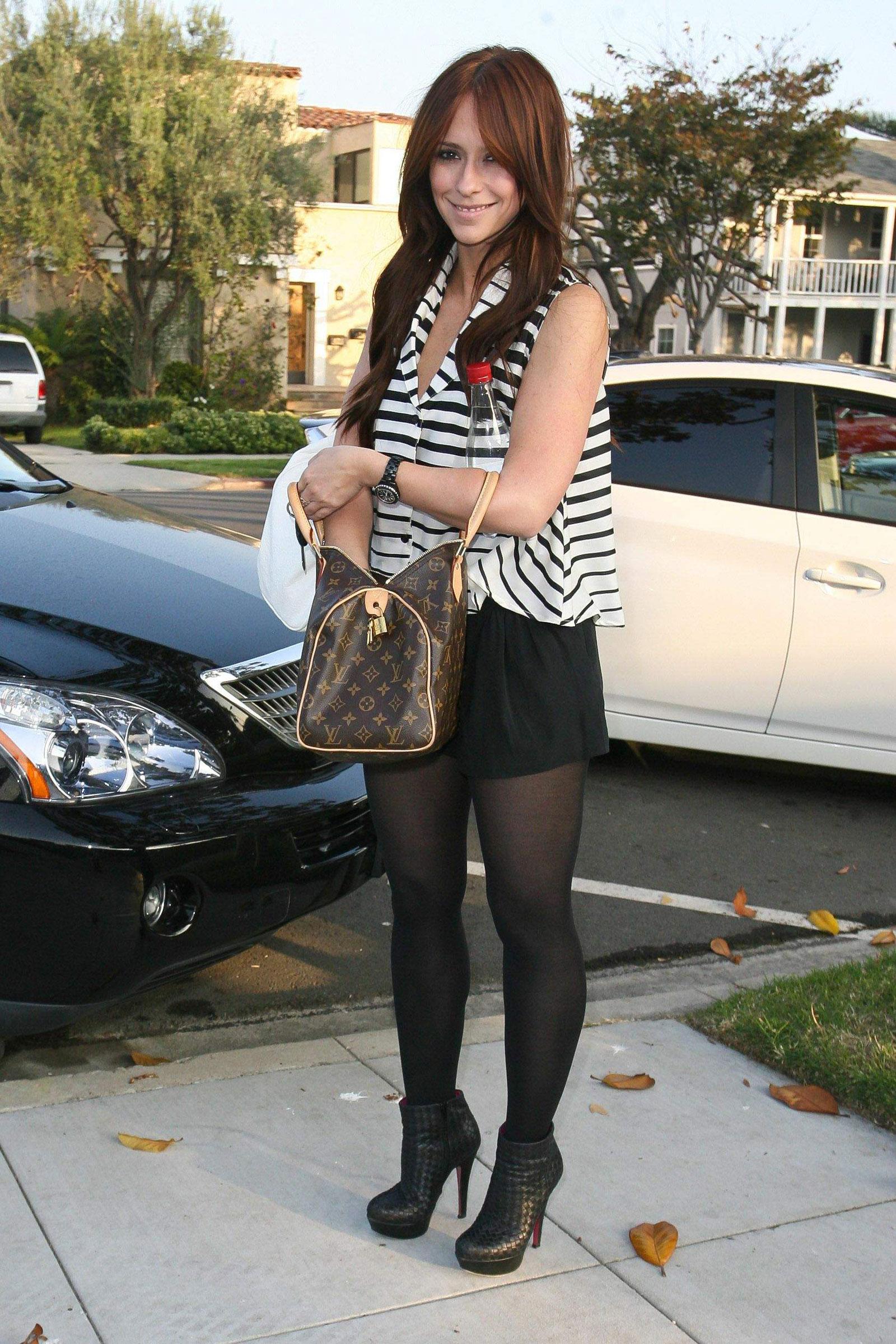Jennifer Love Hewitt Leggy Candids In Beverly Hills