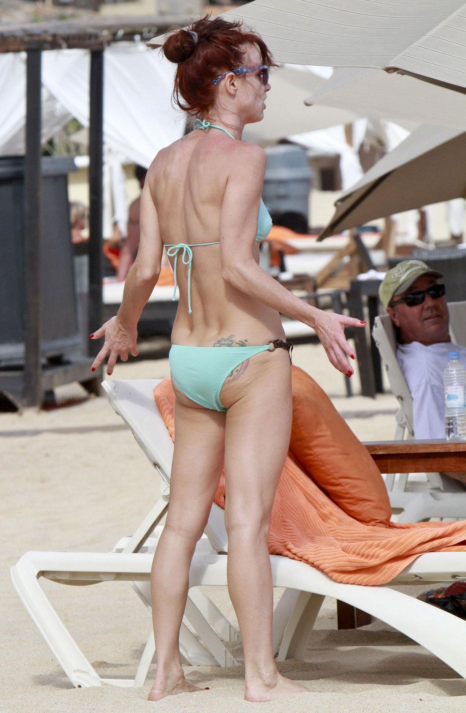 juliette lewis bikini ass