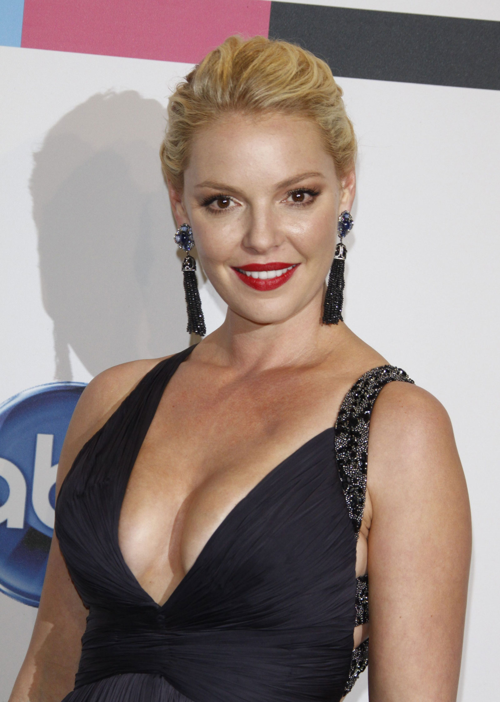 katherine heigl at 39th annual american music awards in