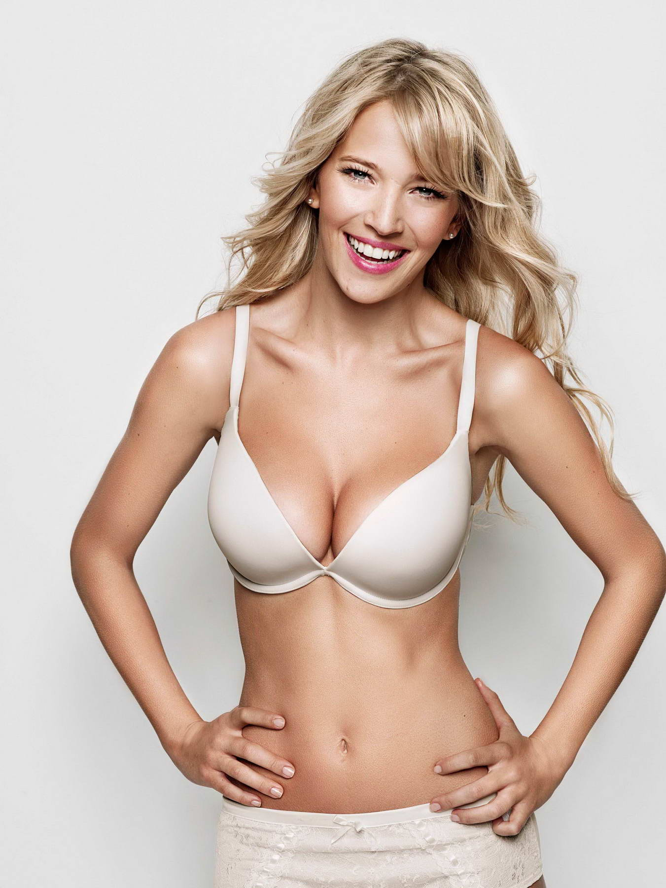 Luisana Lopilato Photoshoot for Ultimo Lingerie 2011 Campaign