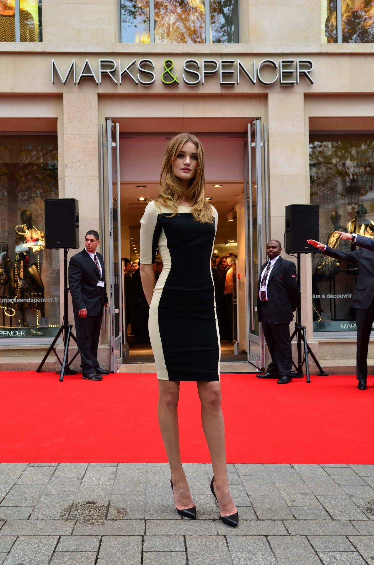 Rosie huntington whiteley at opening ceremony of m s in for Adresse mark and spencer paris