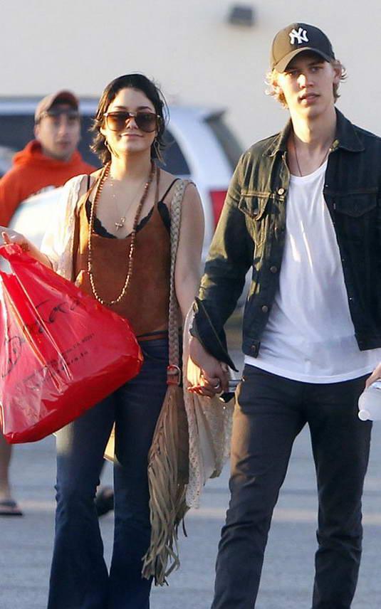 Vanessa Hudgens with his Boyfriend In Venice