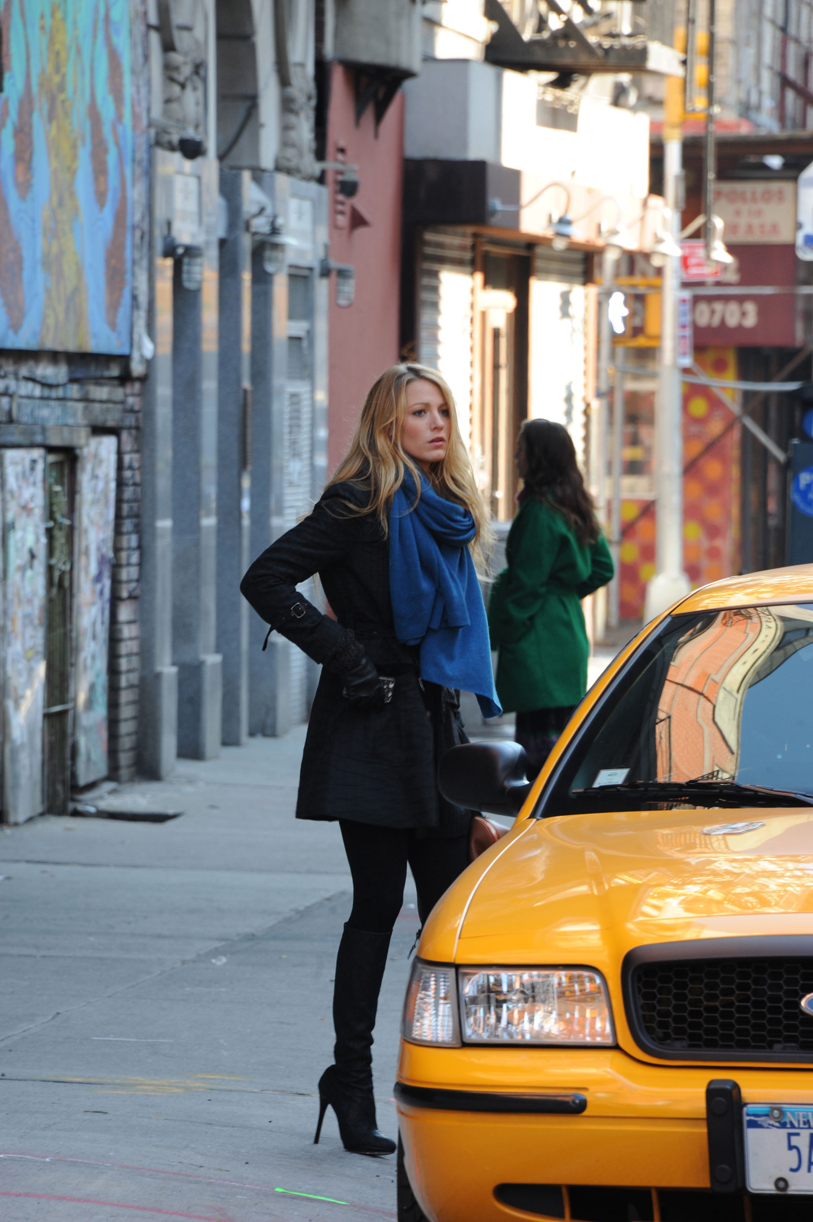 blake lively at the gossip girl set in new york - hawtcelebs