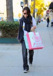 Jennifer Love Hewitt Shopping In Studio City