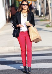 Jessica Alba Has Lunch at M Cafe in Beverly Hills