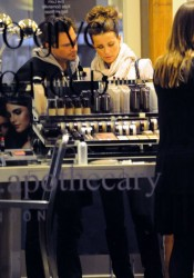 Kate Beckinsale Shopping Candids at the Brentwood Country Mart