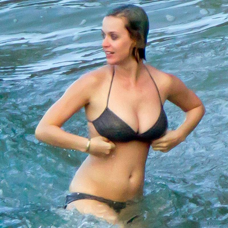 3c064561f589d Katy Perry in Bikini Enjoys Sunny Day in Hawaii