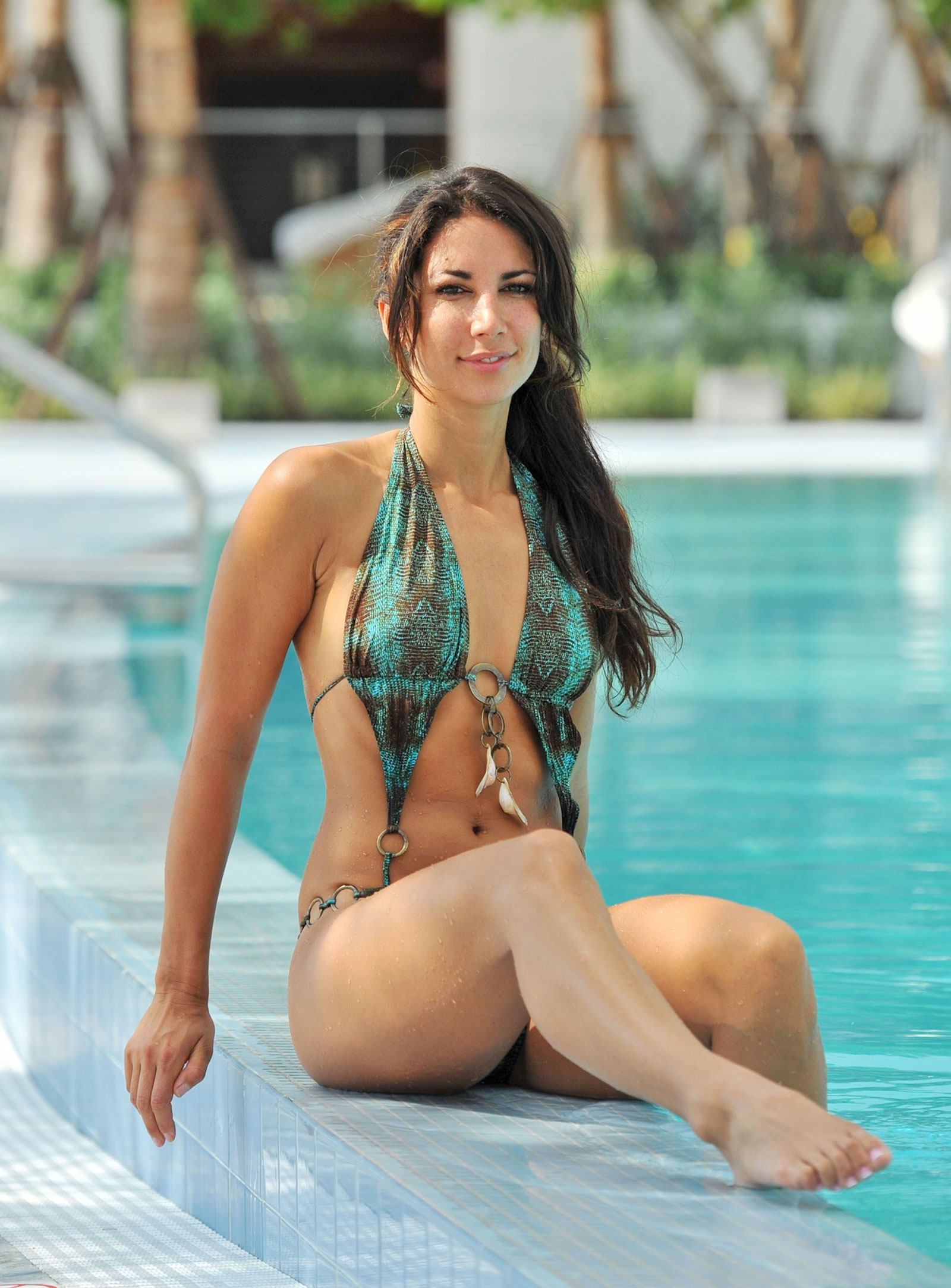 Leilani Dowding Bikini Candids at a Pool in Miami – HawtCelebs