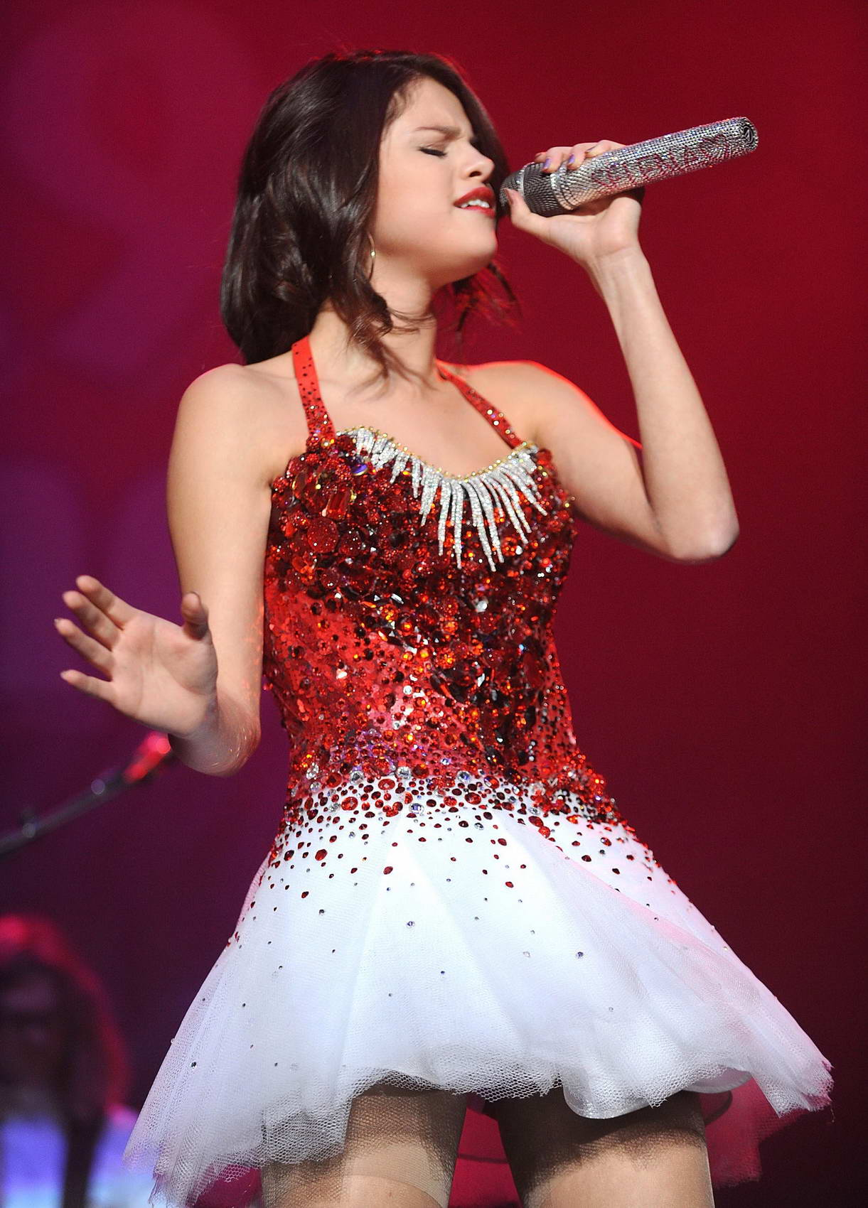 Selena Gomez Performs In Sacramento Hawtcelebs
