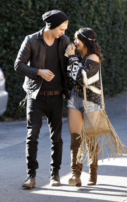 Vanessa hudgens boyfriend 2014