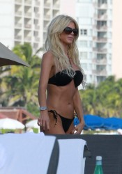 Victoria Silvstedt Looks Hot in Bikini on The Beach in Miami