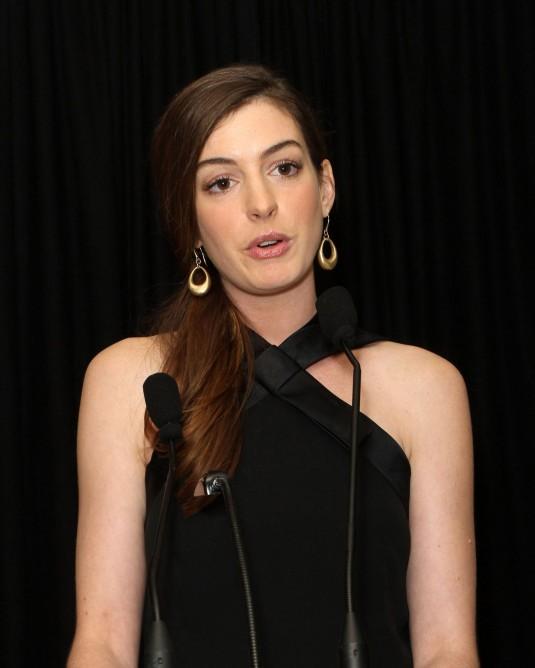 Anne Hathaway Lesbian 4