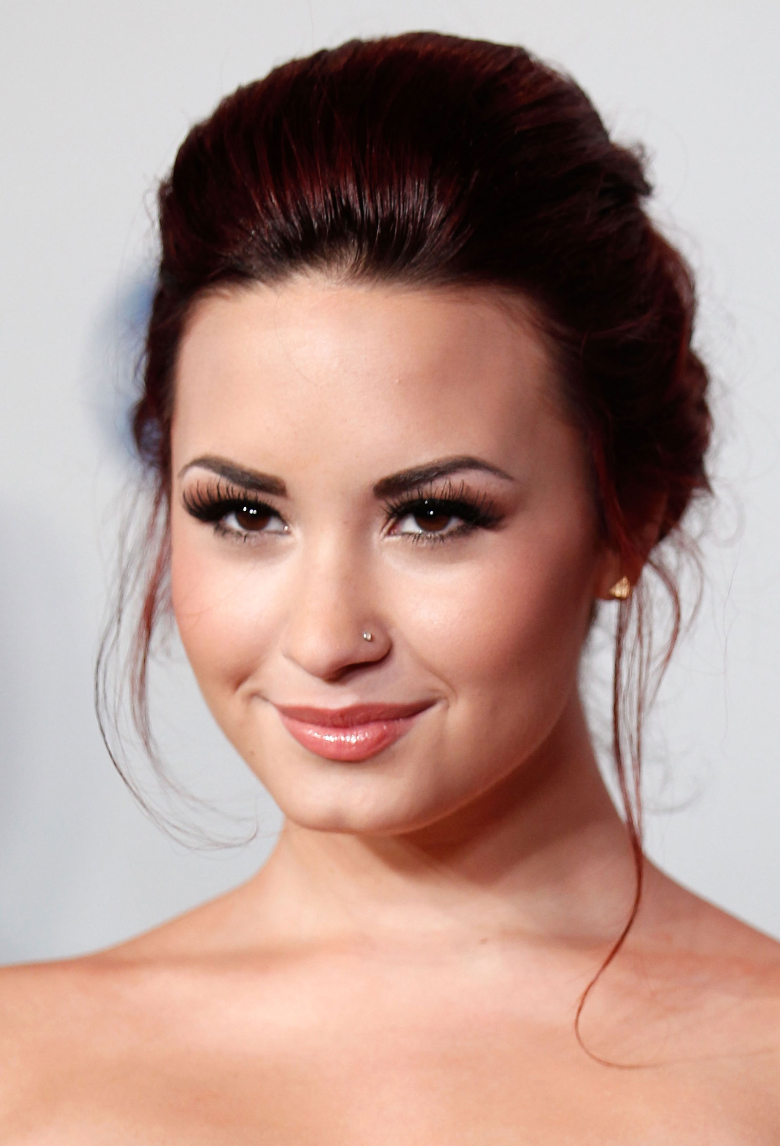 demi lovato at the 2012 people�s choice awards at nokia
