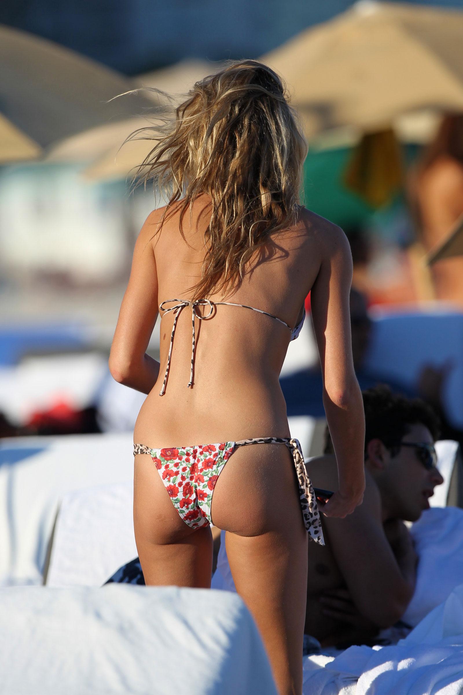 Nude Pix HQ Ten slutz in pantyhose