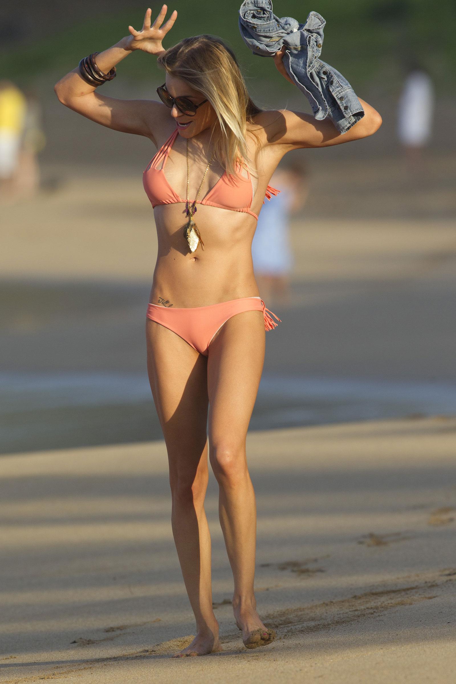 leann-barwick-bikini-pictures-venus-williams-exposed-nipples