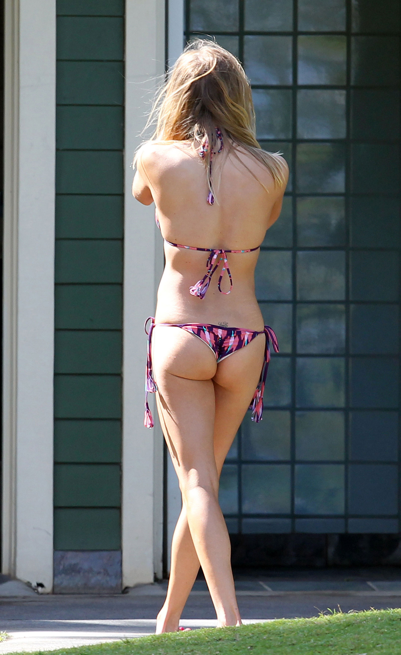 LeAnn Rimes in Bikini at the Beach in Hawaii - HawtCelebs - HawtCelebs: www.hawtcelebs.com/leann-rimes-in-bikini-at-the-beach-in-hawaii