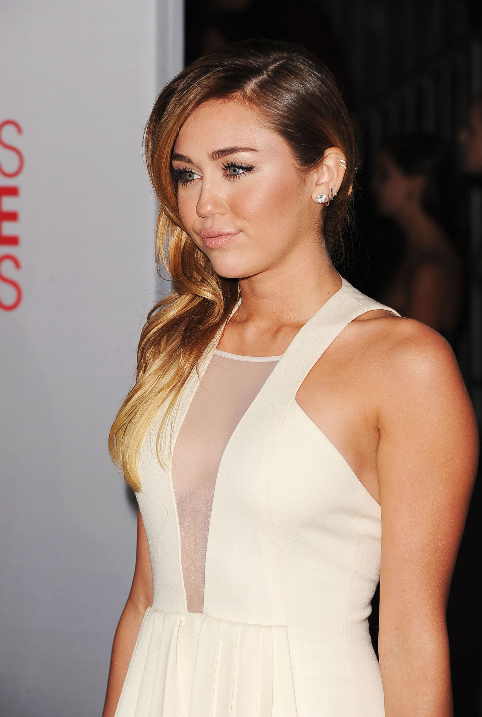 Miley Cyrus At The 2012 People's Choice Awards At Nokia