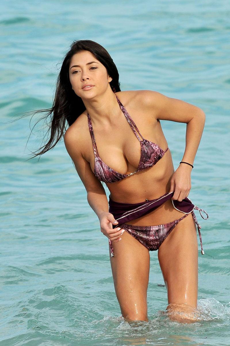 Казашки на пляже онлайн #2