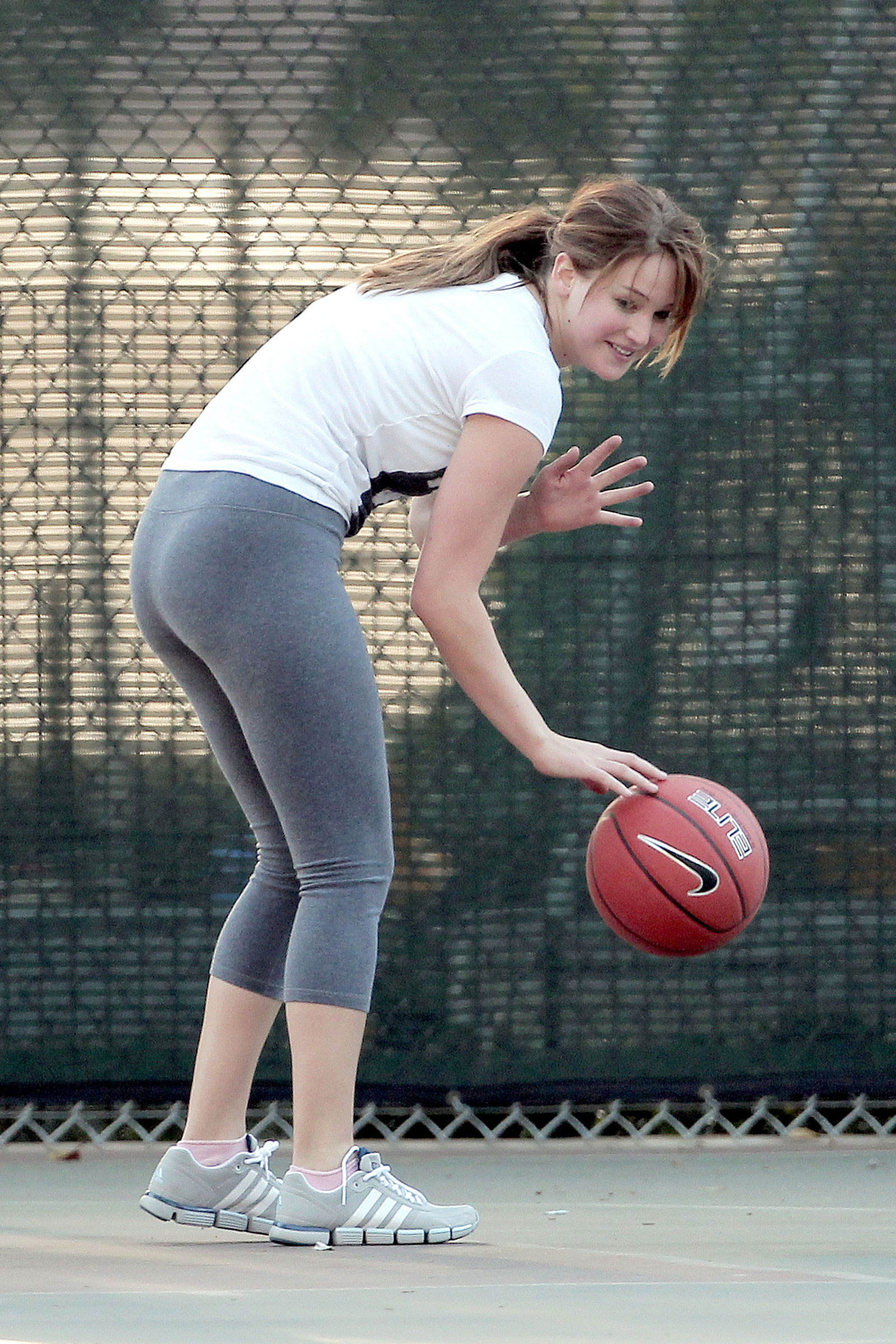 Jennifer Lawrence in Tight Playing Basketball – HawtCelebs