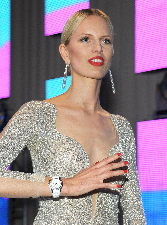 Fashion Of This Week: Karolina Kurkova Hot at Elton John AIDS Foundation Academy Awards Viewing ...
