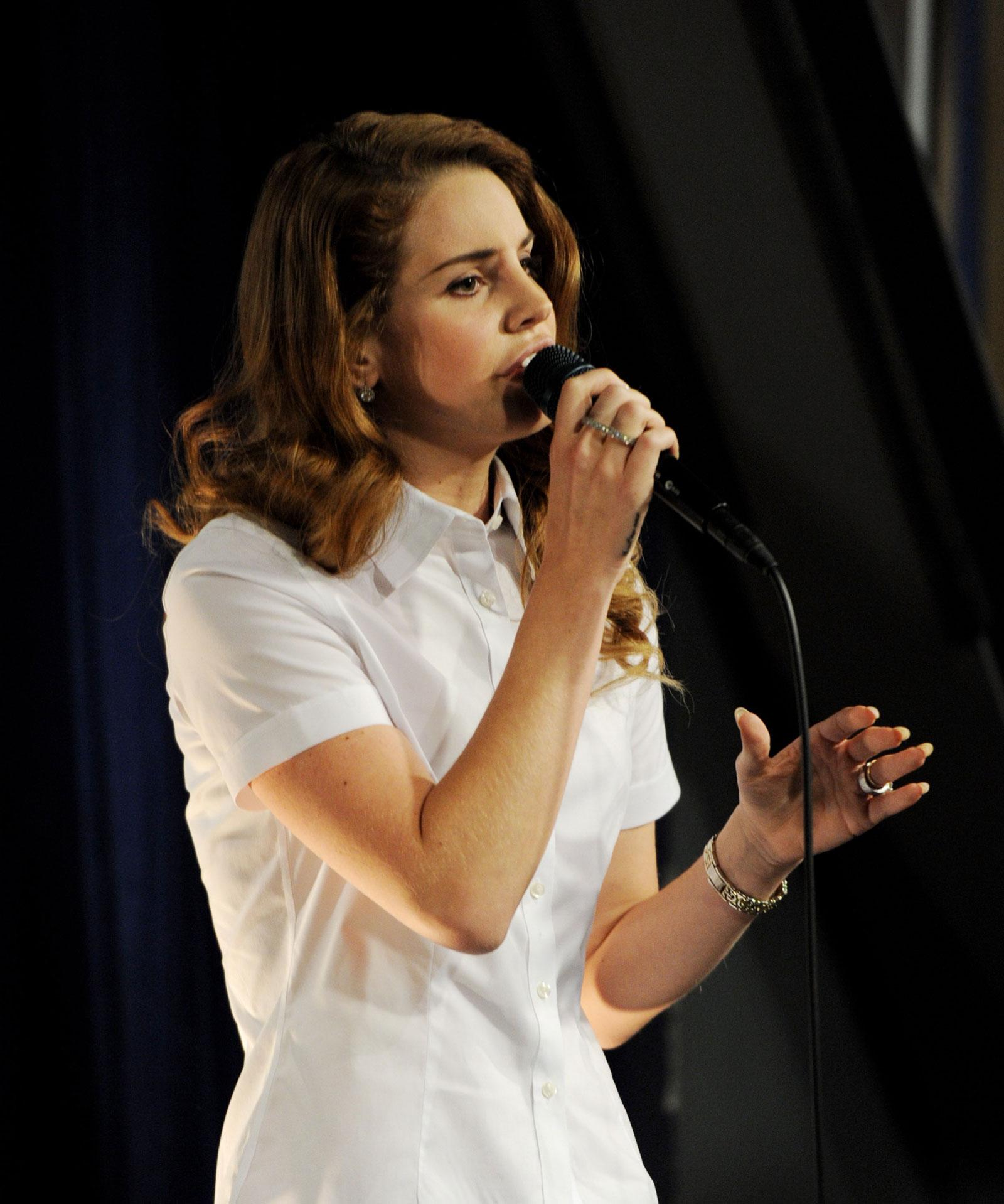 Lana Del Rey Perfoms at Amoeba Records Store - HawtCelebs