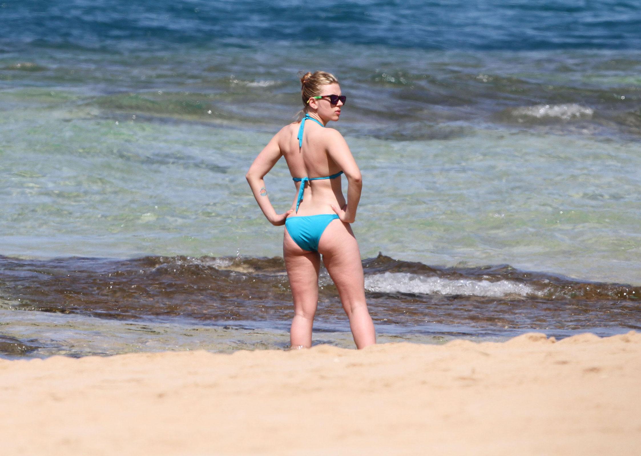 ec83ced5956 Scarlett Johansson in Bikini at a Beach in Hawaii – HawtCelebs