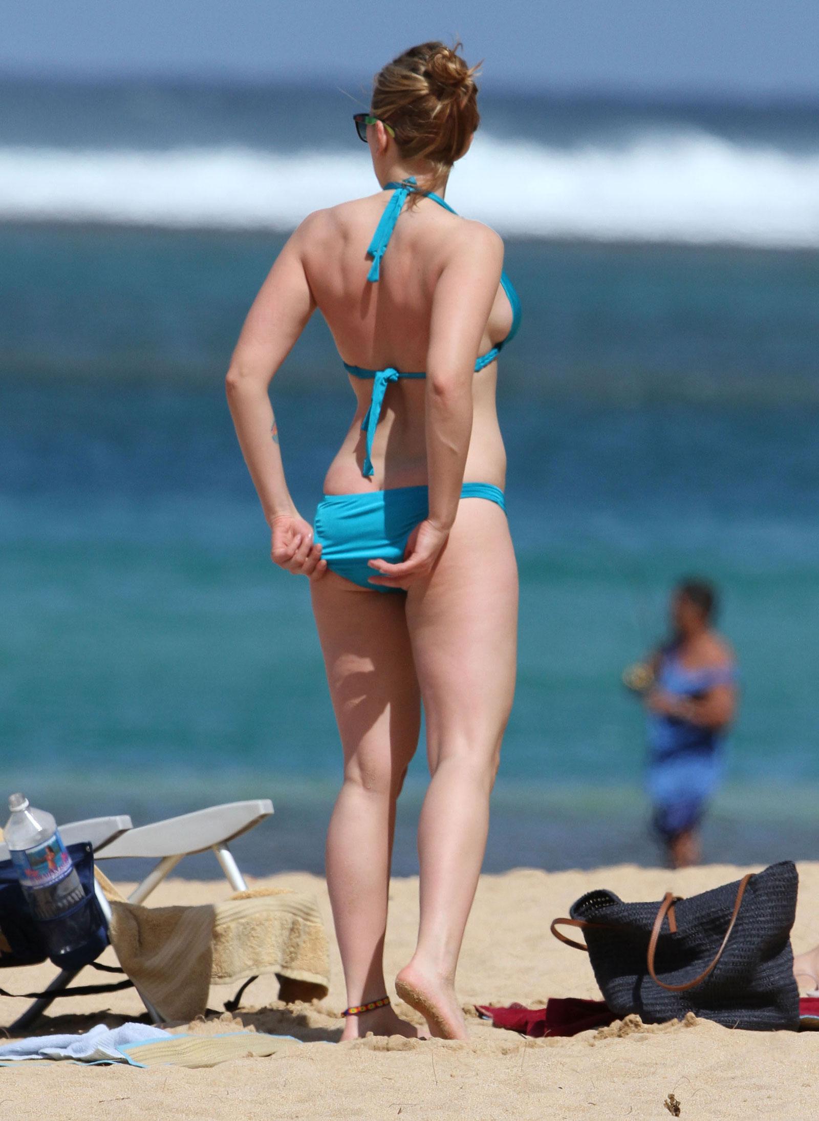 Sleep Number Bed Store Scarlett Johansson in Bikini at a Beach in Hawaii ...