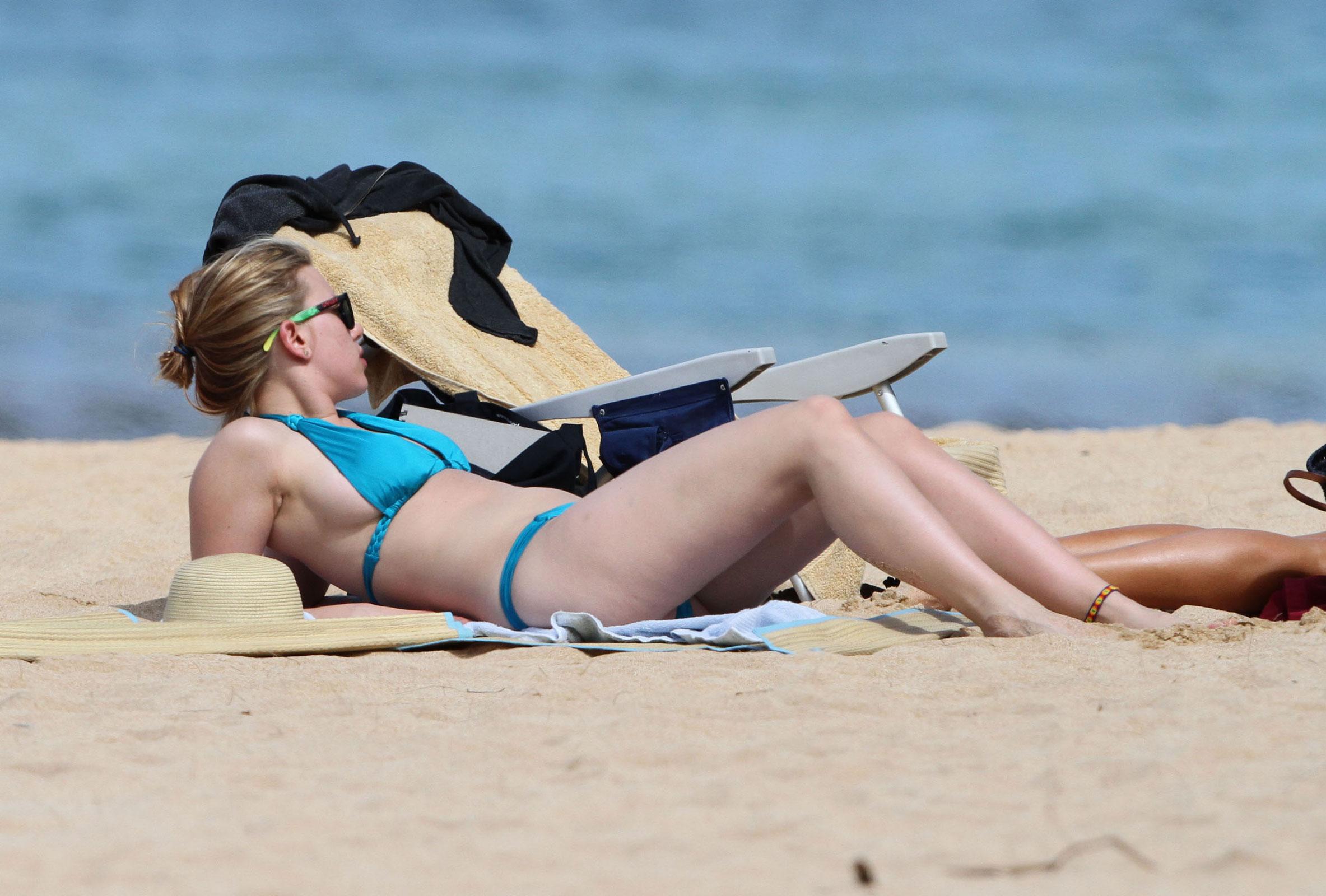 Scarlett johansson bikini photos