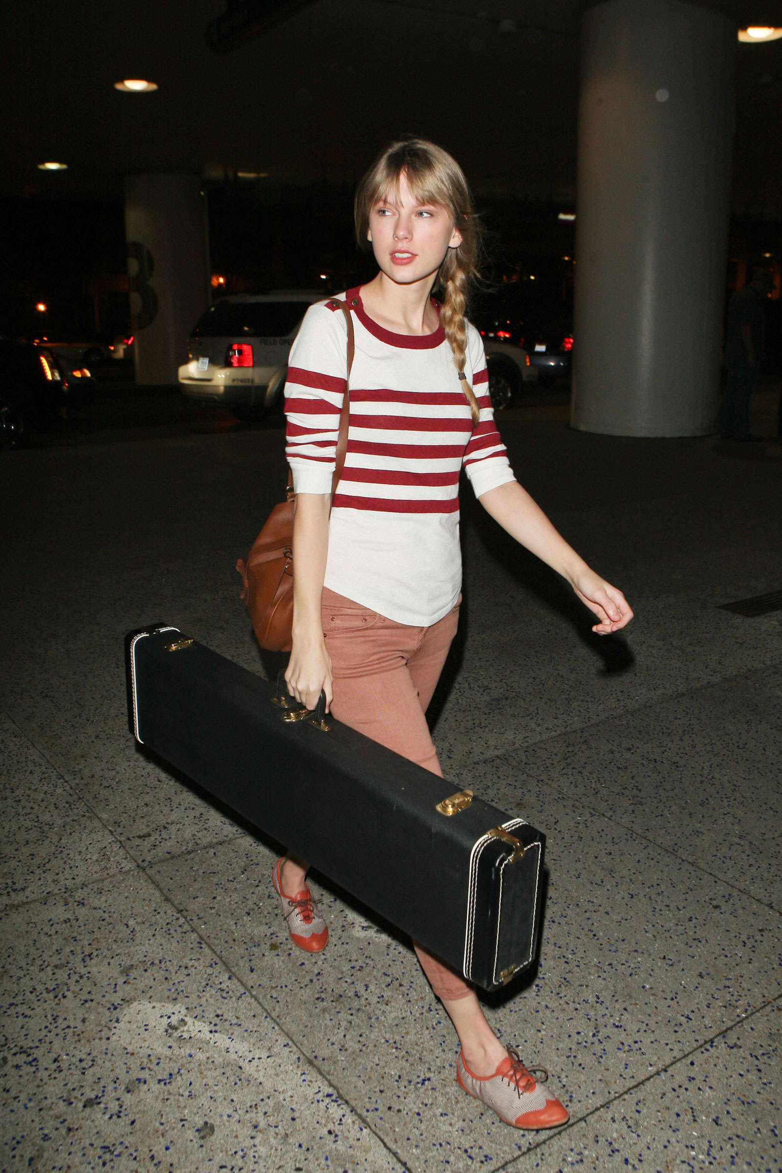 Taylor Swift Without Makeup At Lax Airport In Los Angeles