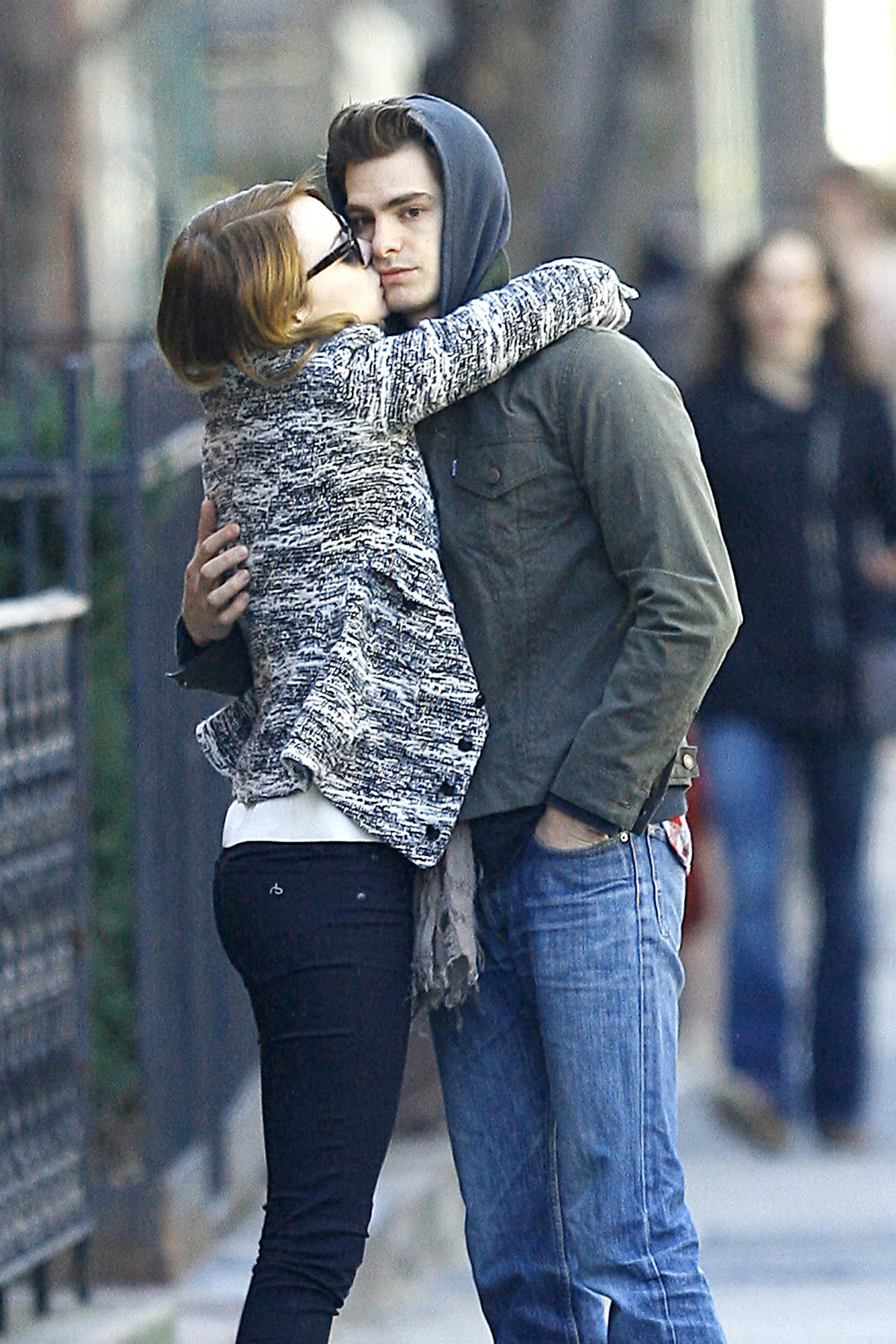 Emma Stone And Andrew Garfield Sharing A Kiss In New York Hawtcelebs