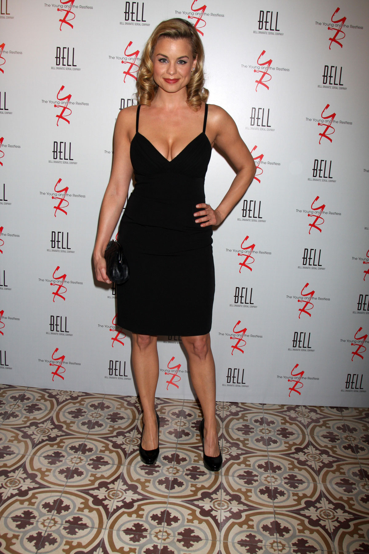 MILFs..de 35 a 45. - Página 5 JESSICA-COLLINS-at-The-Young-Restless-Aniversary-Party-in-West-Hollywood-1
