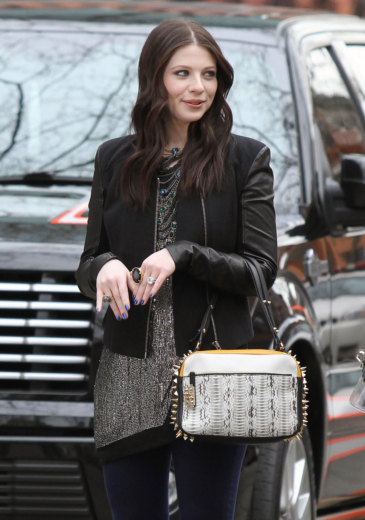 MICHELLE TRACHTENBERG on the Gossip Girl Set in New York 4 michelle trachtenberg on the gossip girl set in new york hawtcelebs