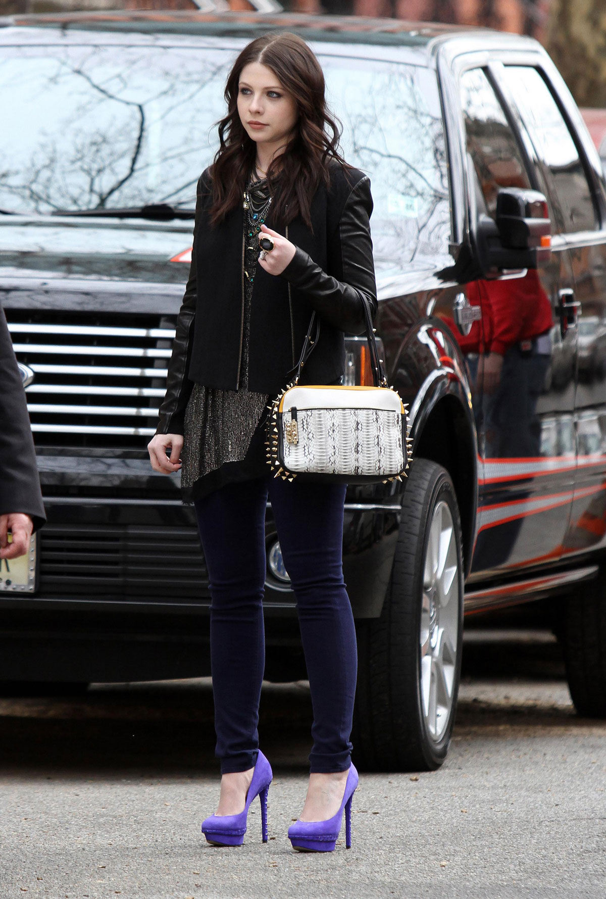 MICHELLE TRACHTENBERG on the Gossip Girl Set in New York 5 michelle trachtenberg on the gossip girl set in new york hawtcelebs